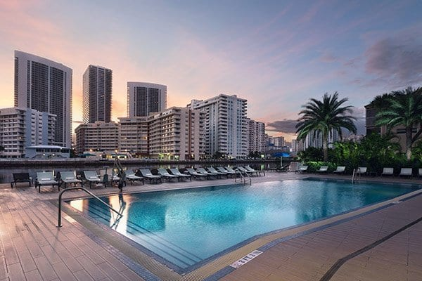 hallendale-beach-restaurants-swimming-pool