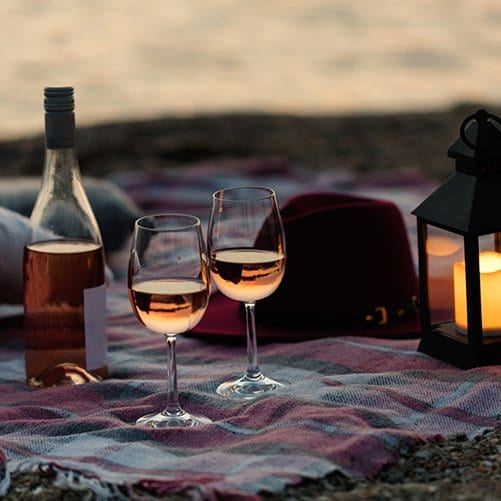 romantic-getaway-to-Florida-picnic-on-the-beach-with-wine