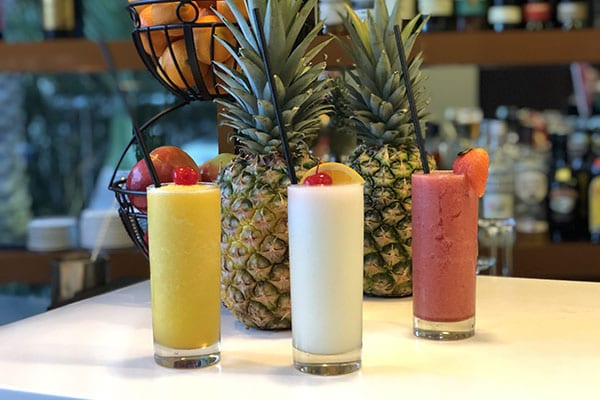 hallendale-beach-restaurants-assortment-of-alcoholic-drinks-on-bar