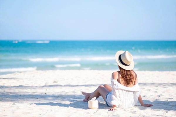 stay-and-play-with-miami-woman-sitting-at-the-beach